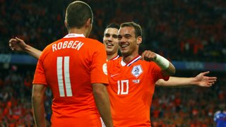 Goalscorers Arjen Robben and Wesley Sneijder celebrate
